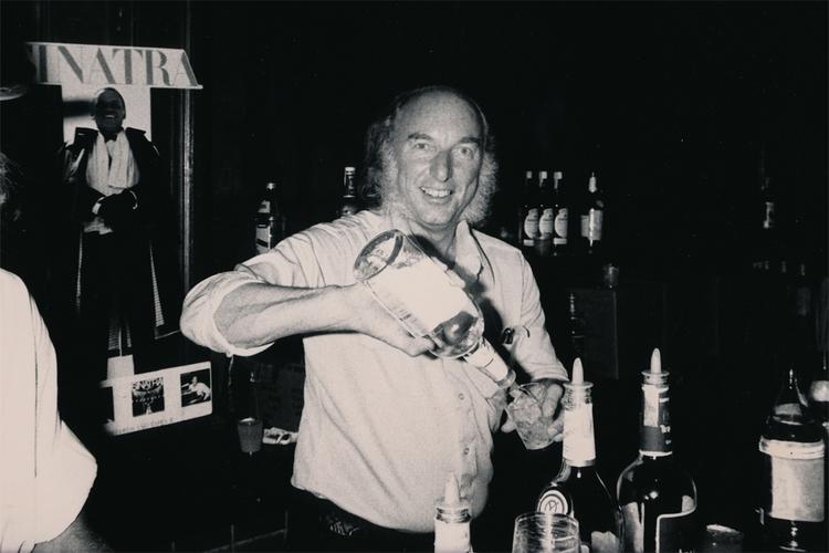 Russ Solomon na década de 80, tempos em que sua rede de lojas vivia seu auge comercial